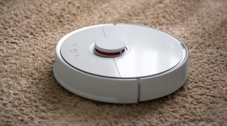 Aspirateur robot laveur