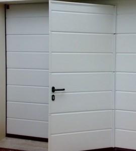 Trouver une porte de garage sectionnelle avec portillon pas cher, c'est possible !