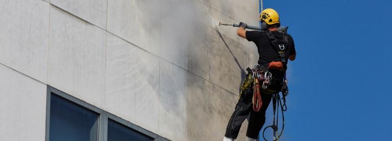 Pourquoi contacter un ravaleur professionnel pour le nettoyage de sa façade?