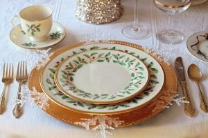 Comment customiser des assiettes vintages pour les rendre plus modernes ?