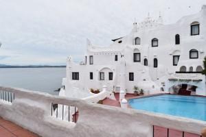 house_people_punta_ballena_hotel_resource_costa_uruguay_r_o_de_la_plata_white_building-608202