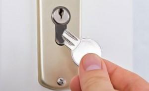 enlever une clé cassée dans une serrure